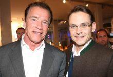 Steirer unter sich: Hollywood-Star Arnold Schwarzenegger und Gerald Grosz in Schladming